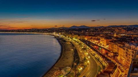 Plan cul à Nice avec une célibataire coquine